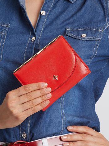Mały elegancki portfel czerwony