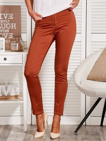 Materiałowe spodnie z wąską nogawką brązowe