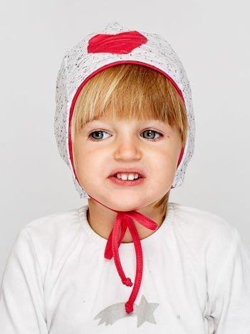 Melanżowa czapka dziewczęca z sercem i wiązaniem szaro-koralowa