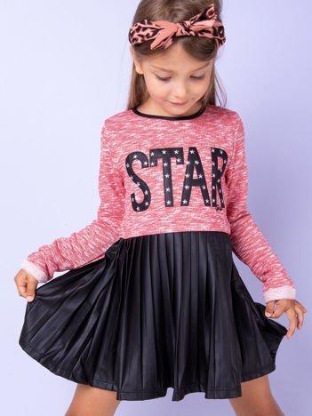Melanżowa czerwona sukienka dziecięca z napisem STAR