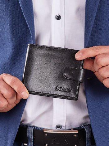 Męski czarny poziomy portfel z klapką