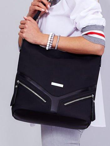 Miejska czarna torba na ramię z ozdobnymi suwakami