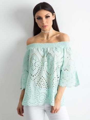 Miętowa ażurowa bluzka hiszpanka
