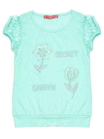 Miętowa bluzka dziewczęca z koronkowymi rękawami i kwiatami