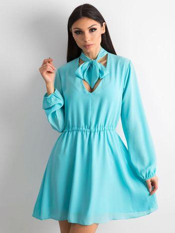 Miętowa sukienka z długim rękawem