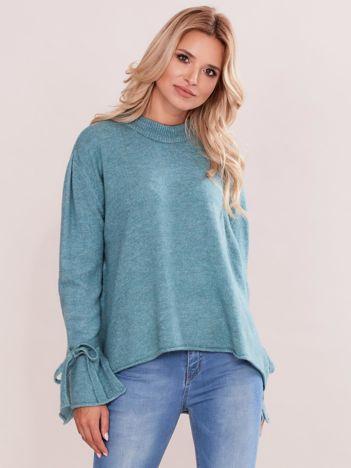 Miętowy sweter z wiązaniem na rękawach
