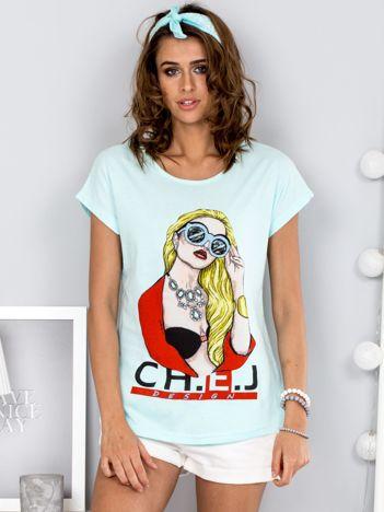 Miętowy t-shirt z dziewczyną