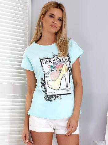 Miętowy t-shirt z nadrukiem szpilki