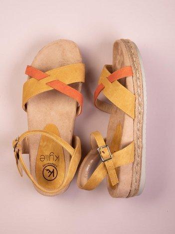 Musztardowe płaskie sandały Kylie z szarym paskiem