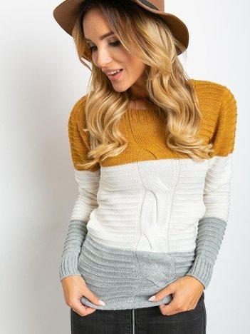 Musztardowo-szary sweter w szerokie pasy