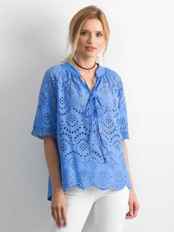 Niebieska ażurowa bluzka
