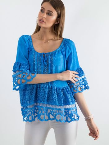Niebieska bluzka boho z koronką