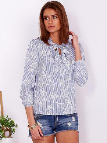 Niebieska bluzka w paski z motywem kwiatowym