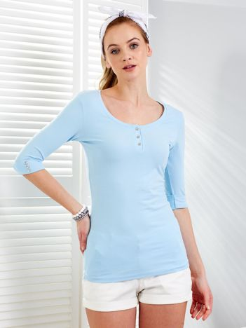 Niebieska bluzka z podwijanymi rękawami