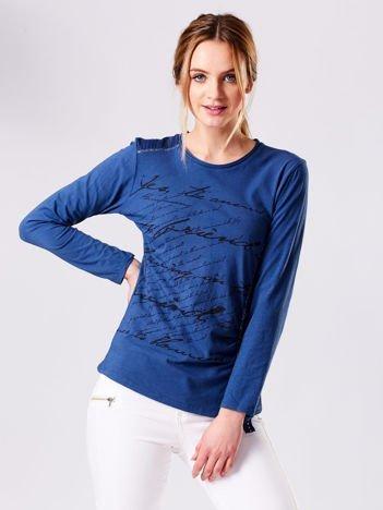 Niebieska bluzka z tekstowym printem