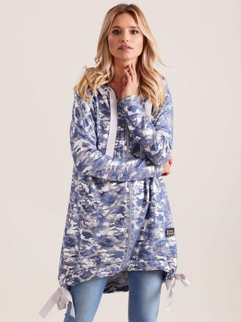 Niebieska błyszcząca dresowa bluza z kapturem