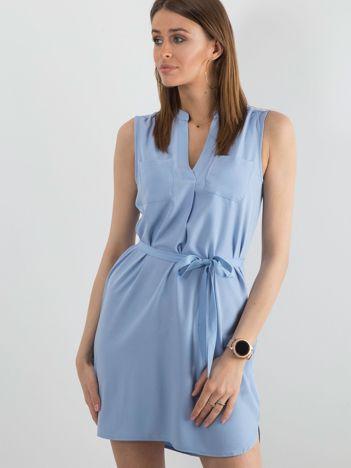 Niebieska damska sukienka z paskiem
