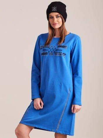 Niebieska dresowa sukienka z aplikacją