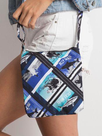 Niebieska mała torebka z nadrukiem