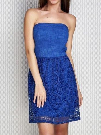 Niebieska sukienka koktajlowa z ażurowym dołem PLUS SIZE
