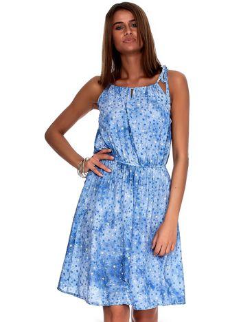 Niebieska sukienka w drobne kwiatki