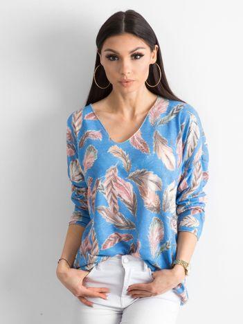 Niebieski cienki sweter we wzory