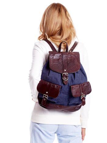 Niebieski plecak z brązowym wykończeniem