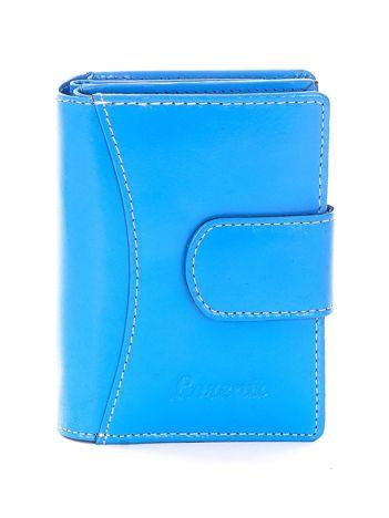 Niebieski portfel z przeszyciami