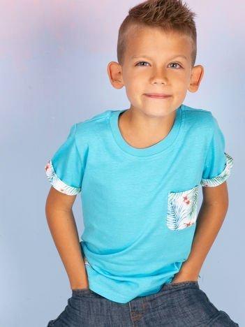 Niebieski t-shirt dla dziecka z egzotycznymi motywami