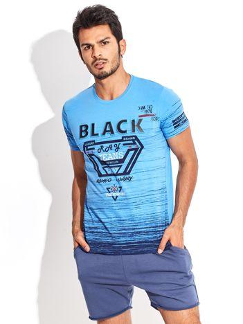 Niebieski t-shirt męski z wypukłym napisem i diamentem