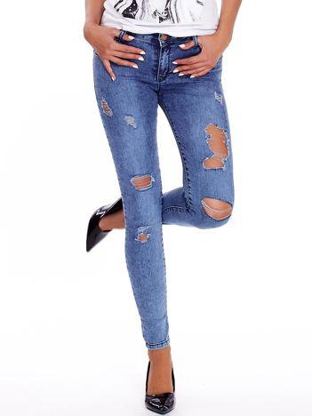 Niebieskie dopasowane jeansy z dziurami