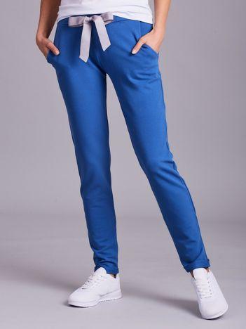 Niebieskie dresowe spodnie z wiązaniem