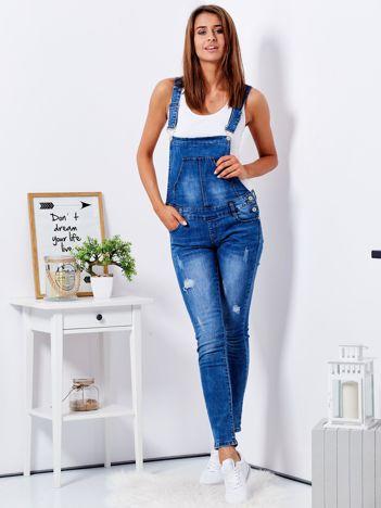 Niebieskie jeansowe ogrodniczki