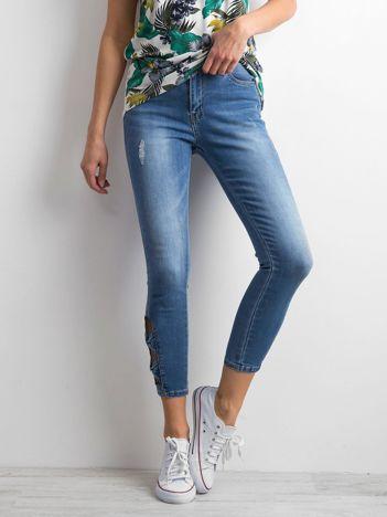 Niebieskie jeansy skinny z ażurowymi wstawkami