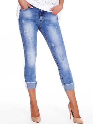 Niebieskie podwijane jeansy high waist