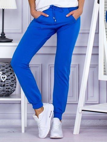 Niebieskie spodnie dresowe z kieszonką z przodu