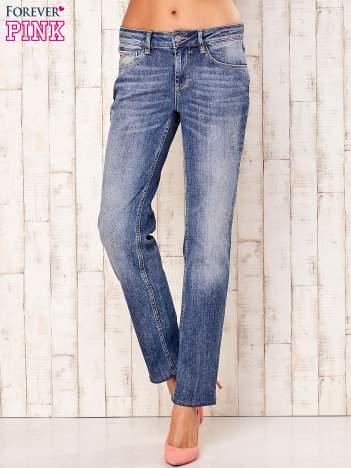 Niebieskie spodnie jeansy z przetarciami