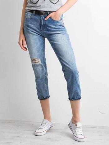Niebieskie spodnie mom jeans z efektem sprania