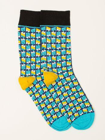 Niebiesko-żółte skarpety we wzory