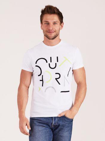 OUTHORN Biały t-shirt męski z nadrukiem