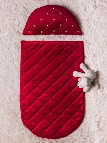 Ozdobny zestaw poduszeczka i narzutka do łóżeczka niemowlęcego z perełkami bordowy