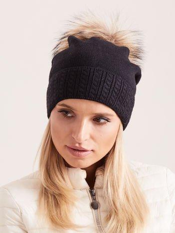 PREMIUM QUALITY Czarna czapka z beżowym pomponem z futra