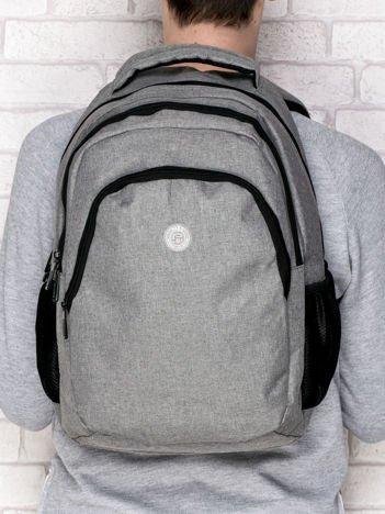 Plecak szkolny gładki z okrągłą naszywką