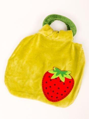 Pluszowa zielona torebka 20x25 cm z naszytą ozdobną truskawką dla dziewczynki