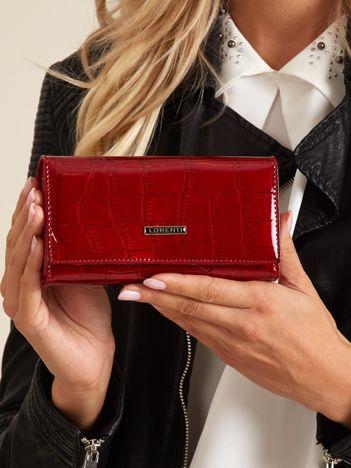 Podłużny lakierowany portfel damski czerwony