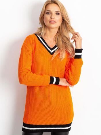 Pomarańczowy luźny sweter V-neck z kontrastowymi ściągaczami