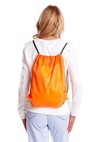 Pomarańczowy materiałowy plecak worek