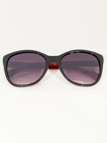 Przeciwsłoneczne okulary damskie z czerwonymi zausznikami