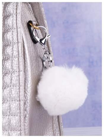 Puchaty brelok do kluczy,zawieszka do torebki pompon w kolorze białym (podwójne zapięcie kółko+ karabińczyk)