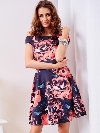Rozkloszowana sukienka w duże kwiaty granatowa